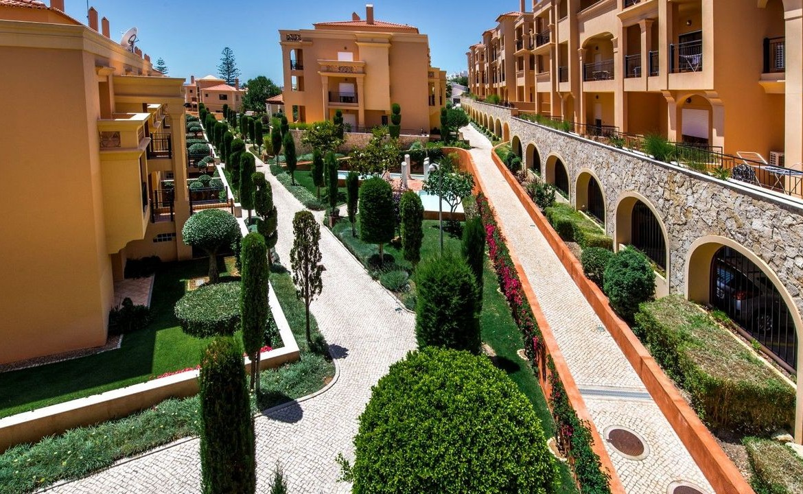 Stunning 2-bedroom apartment near the beach in Luz for rent