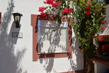 Renovated 2-bedroom villa 300 meters from the beach to rent