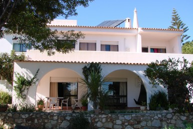 Spacious 5-bedrooms villa located in Alvor for rent