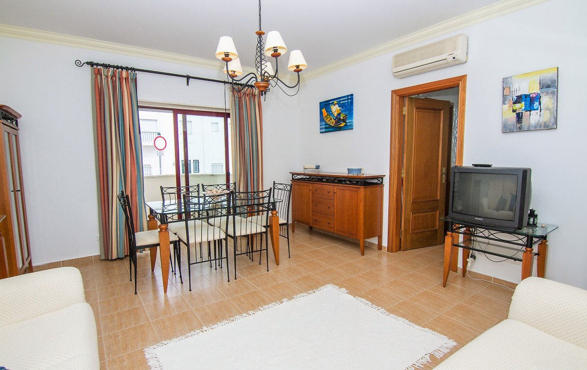 Excellent location a stone throw from the beach to rent