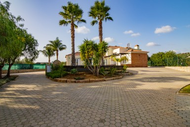 Fantastic 4-bedroom villa in countryside location to rent