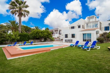 Excellent 3-bedroom villa in Luz with sea views to rent