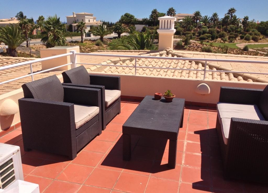 Traditional 2-bedroom townhouse in Carvoeiro to rent