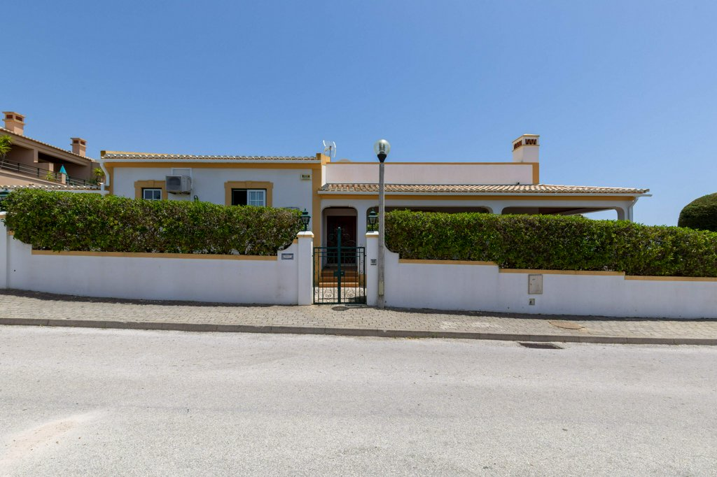 Beautiful 3-bedroom villa in Porto Dona Maria